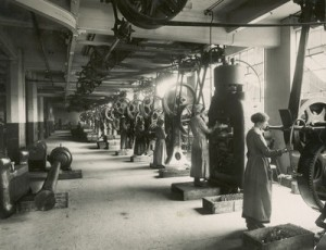 Women Factory workers- The Gramophone Company 1914 -1918 Photo courtesy of the EMI Group Archive Trust