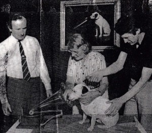 Toby in 1981 with Barbara Woodhouse, HMV MD James Tyrell (Left) and Peter Pritchard (Right)